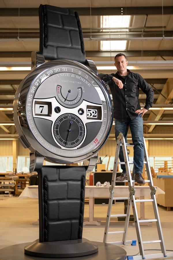 Zeitwerk Date versione gigante e Jan Muller