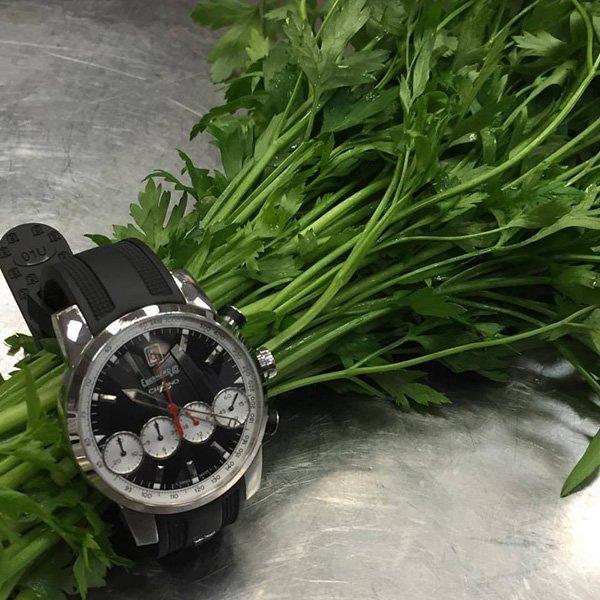 2 cose che non possono mai mancare in cucina: il prezzemolo e il tempismo!